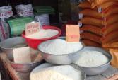 Gạo nấu cơm biến thành màu đỏ rực: Tiết lộ của người bán gạo