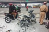 Honda Lead bốc cháy khi dừng đèn đỏ