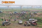 """Hàng chục xe bán tải """"nghịch đất, phá xe"""" tại Hà Nội"""