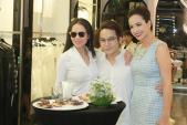 Mỹ nhân Việt nô nức khoe dáng với váy ren quyến rũ