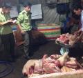 Thịt lợn chết đe dọa bữa cơm người tiêu dùng: Làm sao để bảo vệ mình?