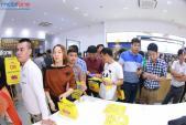 Xếp hàng dài tham gia chương trình nhận iPhone 6s giá 0 đồng