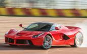 """""""Chóng mặt"""" trước gia tốc khủng của siêu xe Ferrari LaFerrari"""