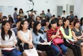 """Hội thảo """"Nuôi con trong thời đại mạng xã hội"""" thu hút nhiều vợ chồng trẻ"""