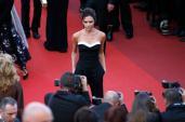 Fan tròn mắt vì Vic mặc quá đơn giản trên thảm đỏ Cannes