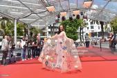 Angela Phương Trinh diện váy họa tiết biển cả ở Cannes