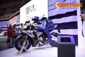 """Valentino Rossi """"đấu"""" robot Yamaha Motobot trên đường đua"""