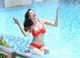 Nhìn trộm Thúy Diễm diện bikini khoe đường cong nóng bỏng