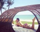 Phạm Hương bán nude tuyệt đẹp bên bờ biển Nha Trang