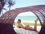 Phạm Hương lần đầu tiên khoe ảnh bán khỏa thân cạnh bãi biển