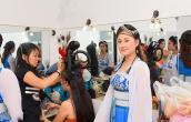 Trịnh Kim Chi hở ngực táo bạo khi vào vai hoàng hậu