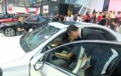 """Thị trường ô tô: Người tiêu dùng và các đại lý xe """"chạy nước rút"""""""
