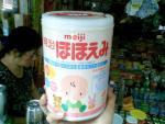 Bị cảnh báo, sữa Meiji vẫn bán chạy như tôm tươi