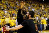 LeBron James òa khóc khi giúp CAVs lần đầu vô địch NBA