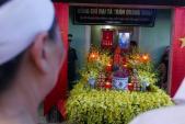 Người dân quê nhà bật khóc nức nở đón linh cữu Đại tá Trần Quang Khải