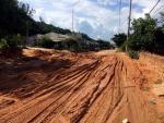 Bình Thuận: Cát đỏ tràn xuống đường, tỉnh lộ bị chia cắt