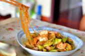 Tôm xào mướp đơn giản cho bữa cơm gia đình thêm hấp dẫn