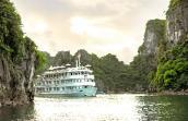 Chiêm ngưỡng du thuyền triệu đô trên vịnh Hạ Long