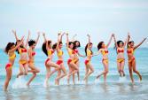 Thí sinh The Face diện bikini sexy trên bãi biển