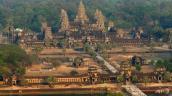 Du khách hở hang bị cấm cửa ở thánh địa Angkor