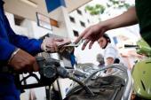 Giá xăng giảm gần 700 đồng/lít