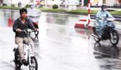 Có nên mua xe điện chống nước đi được trời mưa?