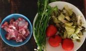 Chuẩn bị bữa cơm tối cho gia đình trong những ngày mưa gió