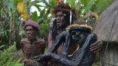 Đến thăm bộ lạc sống trong rừng với tục ướp xác người chết
