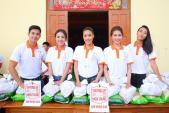 Lan Khuê, Quỳnh Châu khuân gạo gửi tặng người dân miền Trung