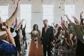Khoảnh khắc cô gái tật nguyền bước đi ngay trong lễ cưới