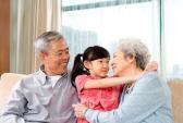 Cách dạy trẻ biết yêu thương, kính trọng ông bà
