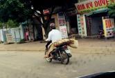 Số phận éo le của tử thi được chở bằng xe máy gây sốt mạng