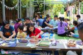 Trẻ em Sài thành tập làm tranh Đông Hồ