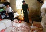 Phát hiện 2 tấn nầm heo bẩn được cất giấu tinh vi trong biệt thự