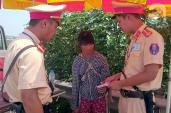 Thôn nữ bị bán địu con trốn về Việt Nam trong đói khát