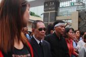Người cha già khóc nấc vẫy tay chào vĩnh biệt Minh Thuận