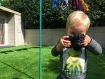 Chuyện lạ: Bé 19 tháng chụp ảnh đẹp như nhiếp ảnh gia chuyên nghiệp