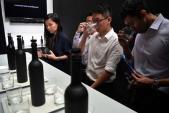 Singapore: Chai nước sạch đắt nhất châu Á giá 28 triệu đồng