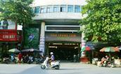 Nhiều loại rau củ quả bán tại chợ Trung tâm Uông Bí không an toàn