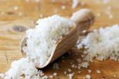 1 nhúm muối và 2 cách làm răng trắng bóng không ê buốt