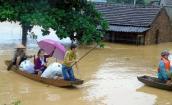 Nhiều nơi ở miền Trung vẫn ngập sâu từ 1 - 2,5m