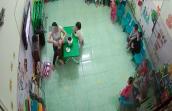 Khiếp vía clip cô giáo giật ngược tóc, đổ nước vào mồm bé mầm non