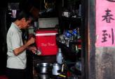Quán cà phê vợt hơn nửa thế kỷ giữa Sài Gòn hiện đại