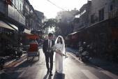 Hà Nội đẹp cổ kính trong bộ ảnh cưới của những cặp đôi 9x