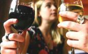 Vợ nghiện rượu, vu chồng ngoại tình rồi đánh ghen cả ngày