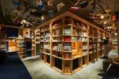 Khách sạn ở Nhật Bản cho khách ngủ trong các giá sách