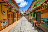 Khám phá thị trấn sắc màu nhất thế giới