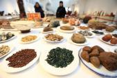 Bữa tiệc thịnh soạn với 128 món ăn hoàn toàn từ sỏi đá