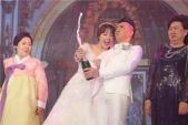 Nhìn lại những khoảnh khắc ngọt lịm trong đám cưới Trấn Thành và Hari Won