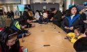 Khám phá hành trình của iPhone từ nhà máy đến tay người dùng